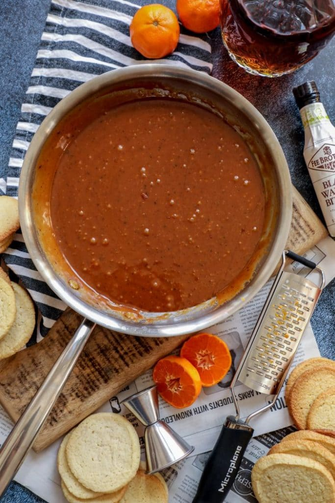 Keto caramel in a pot