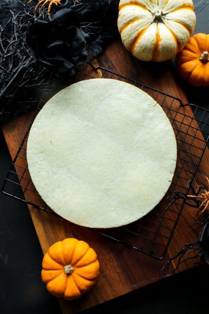 Cauliflower pizza crust for pizza skulls